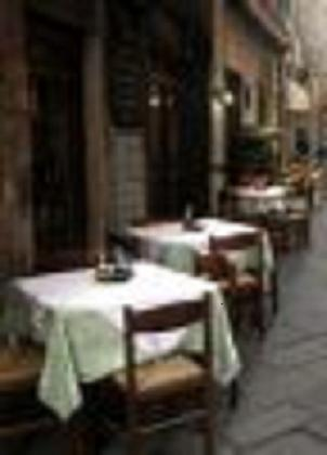 restaurant-in-street-1152064-s.jpg