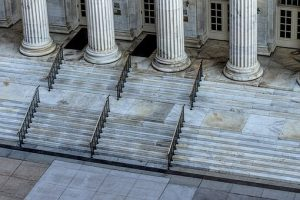 courthouse-1223280__340-300x200