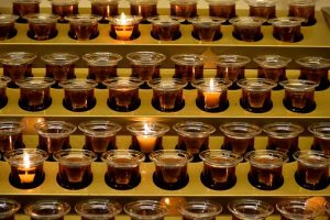 votive-candles-2903933__340-300x200